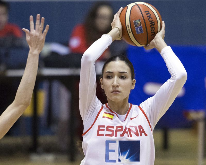 BELÉN ARROJO has signed with Perfumerías Avenida