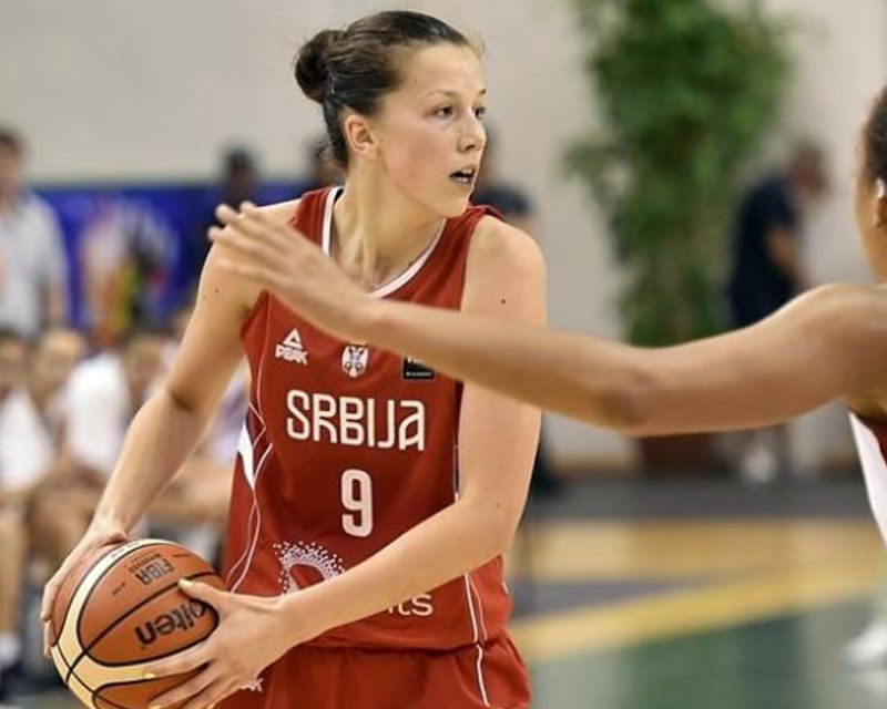 KRISTINA ARSENIC has signed with Brasov