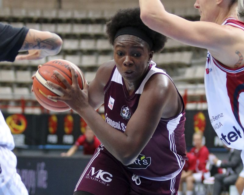 MARIAM COULIBALY has signed in France with Landerneau