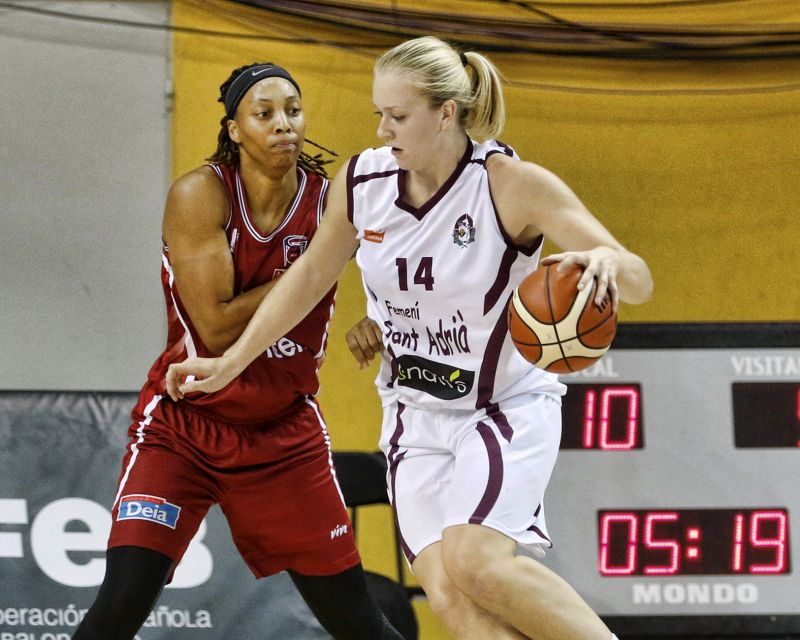 JULIA REISINGEROVA had 14 points and 12 rebounds against Uni Ferrol