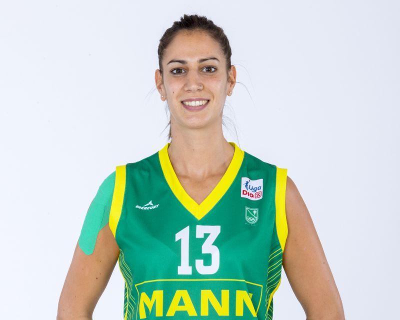 TANIA PÉREZ has signed with Araski